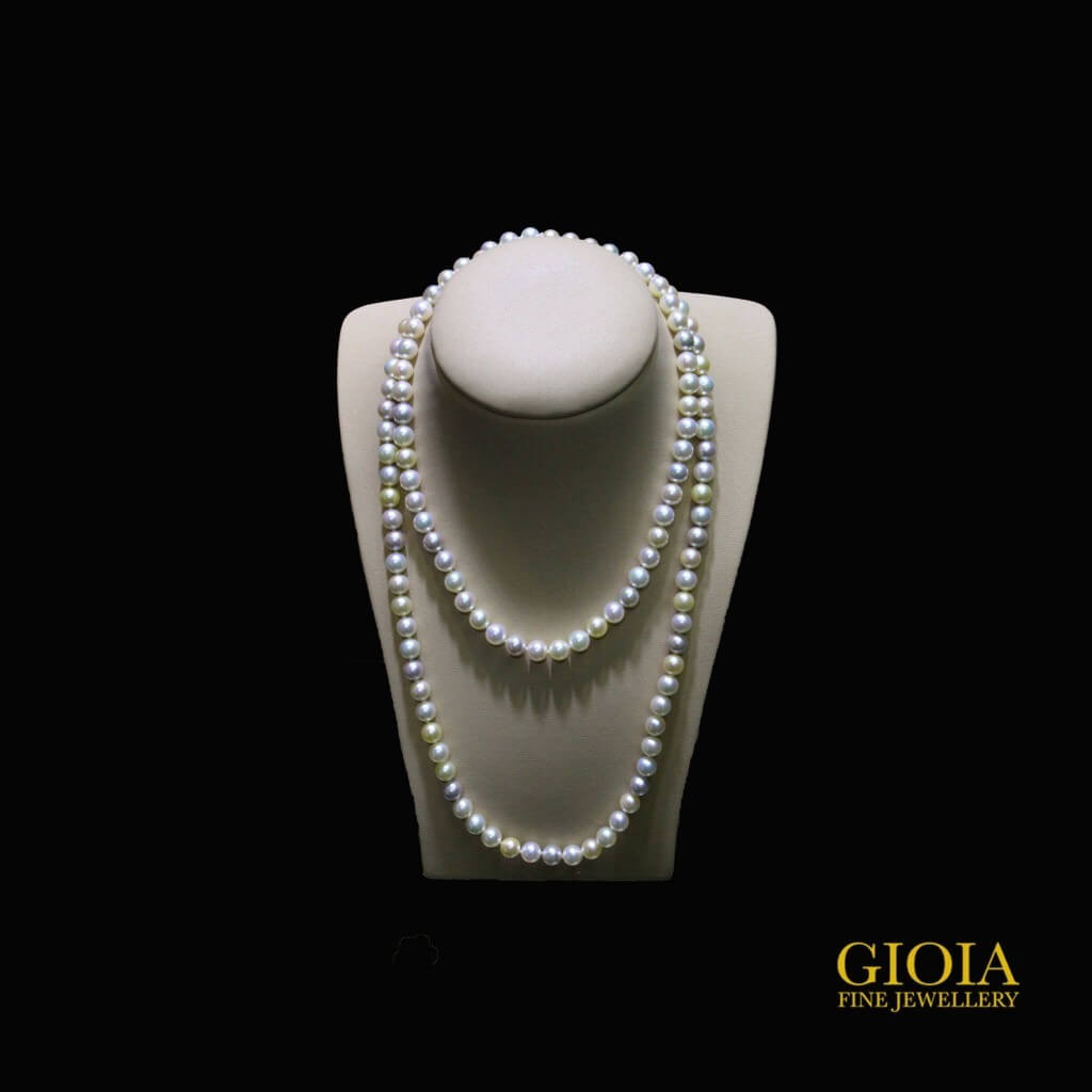 Akoya pearl no blemishes and great luster