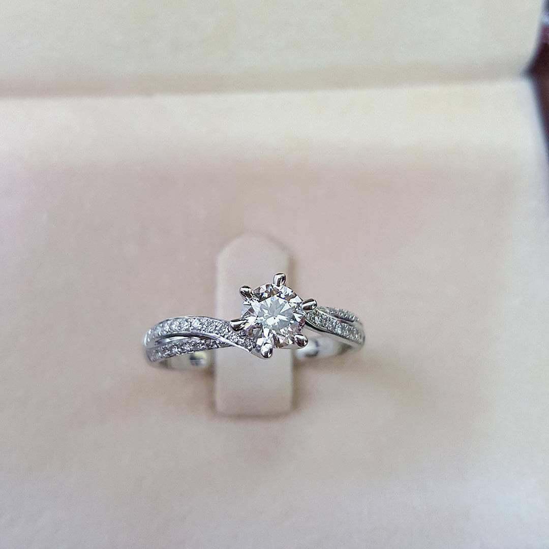 customised diamond ring