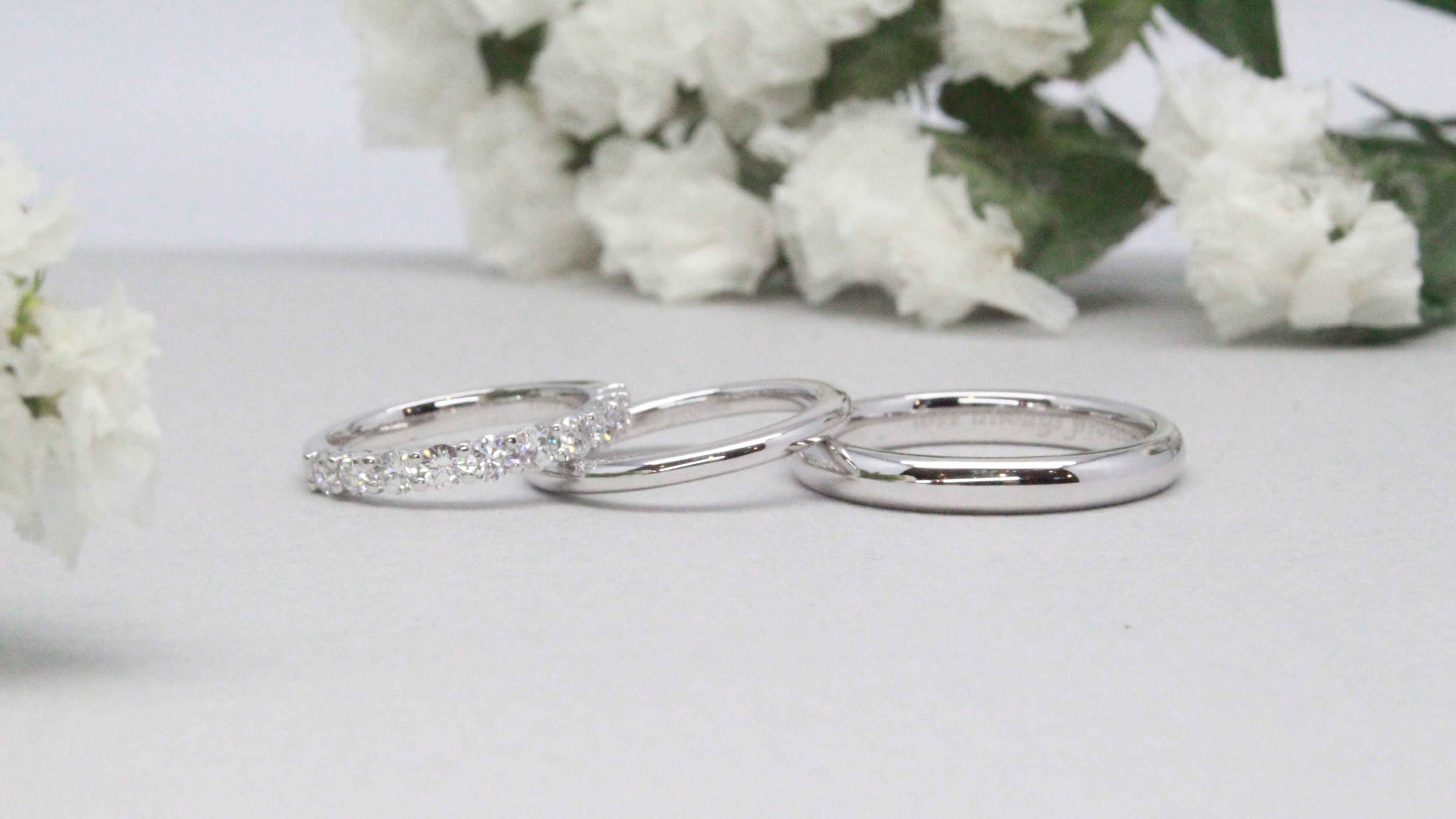 Wedding bands in Platinum, not the usual 18k 750 gold. Custom made Wedding bands
