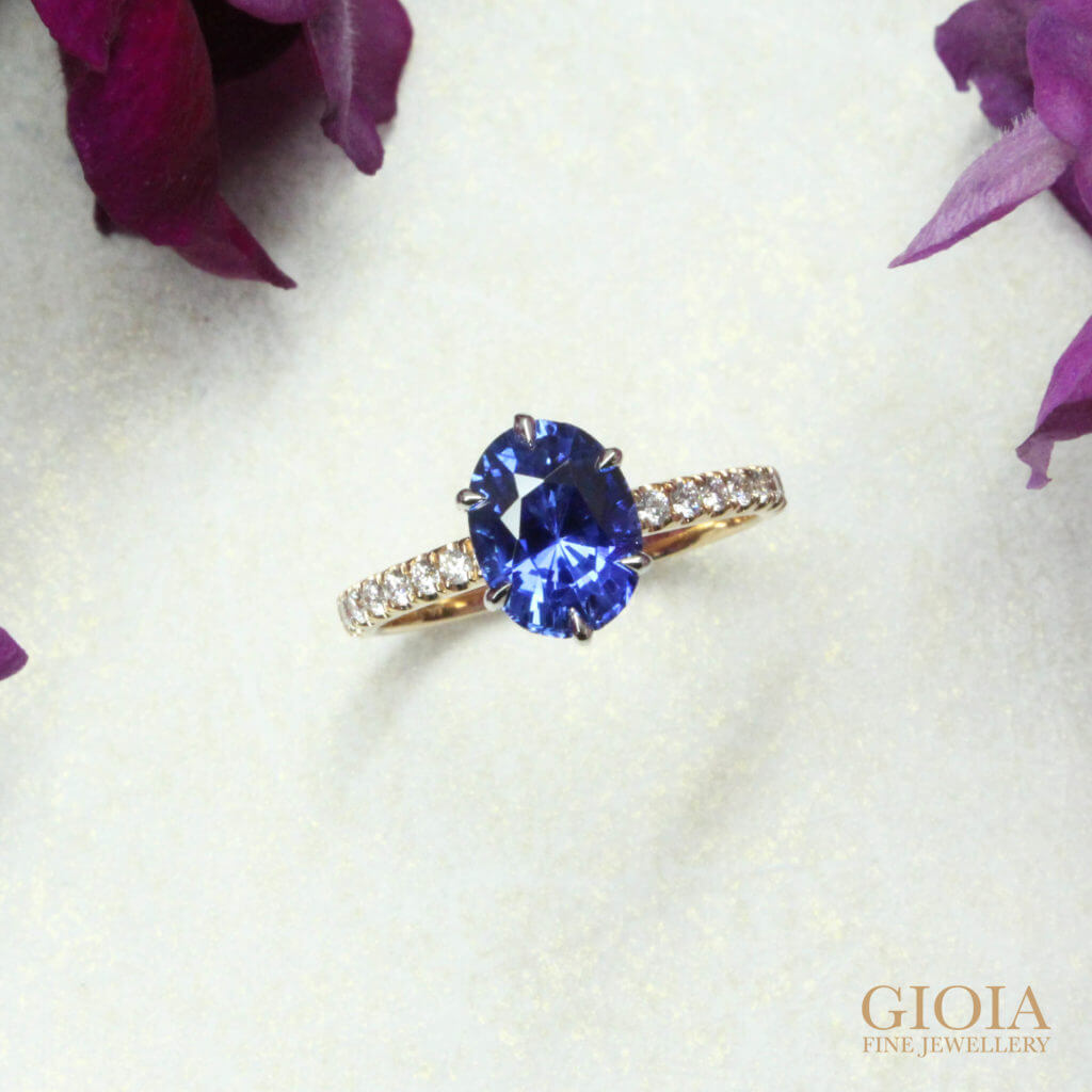 blue sapphire coloured gemstone for wedding proposal. Customised one of a kind unique engagement ring for proposal | Local Singapore private bespoke Jewellery in fine jewellery