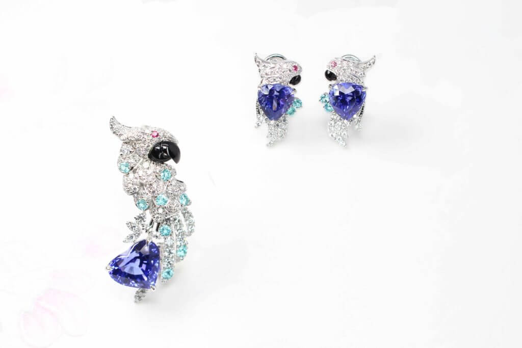 Customised Fine Jewellery in Parrot bird pendant and earring jewellery set. Custom set with diamonds, brazil paraiba tourmaline and tanzanite coloured gemstones | Local Singapore Private Jewellery in customised fine jewelley