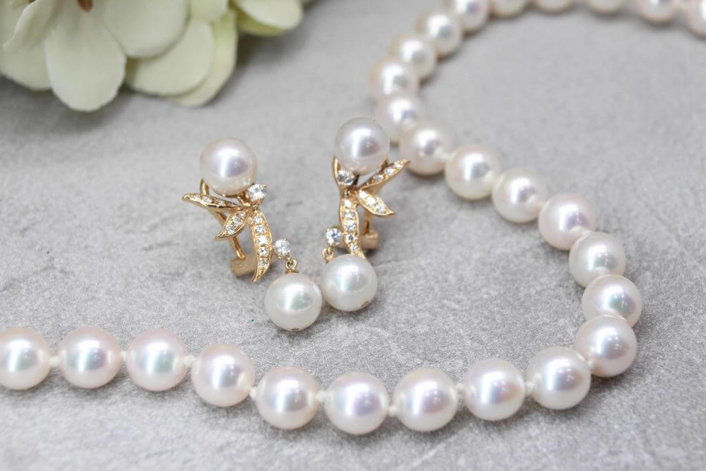 Customised Pearl Set Wedding Jewellery - Pearl Earring and Necklace customised to the wearer with Akoya pearl | Local Singapore Jeweller in customised wedding jewellery with gemstone and pearl for wedding and engagement proposal