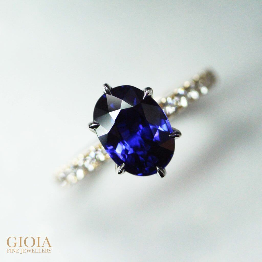 Vivid Blue Royal Blue Sapphire Gemstone Unheated with no enhancement - Customised Engagement Ring with rare blue sapphire unheated and customised with 6 prongs rose gold setting and round brilliant diamonds | Local Singapore Bespoke Engagement Ring