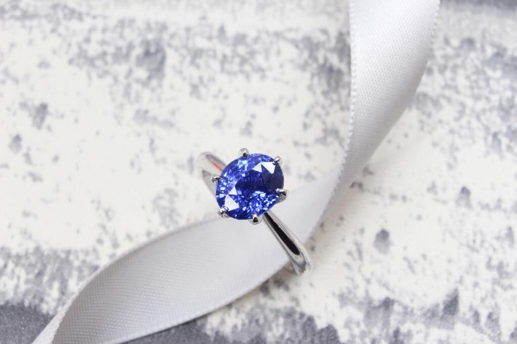Customised Wedding Proposal with Six Prongs unheated Sapphire coloured gemstone customised Proposal Ring | Local Singapore Customised Jeweller in bespoke wedding jewellery with coloured sapphire gemstone