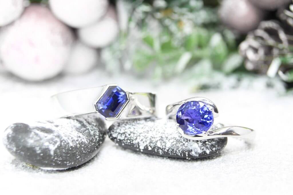 Customised Anniversary wedding bands with colour change sapphire gemstone; blue to violet, looking for a unique wedding bands customised with gemstone for anniversary | Singapore Local Private Jeweller in custom made unique wedding ring and anniversary ring