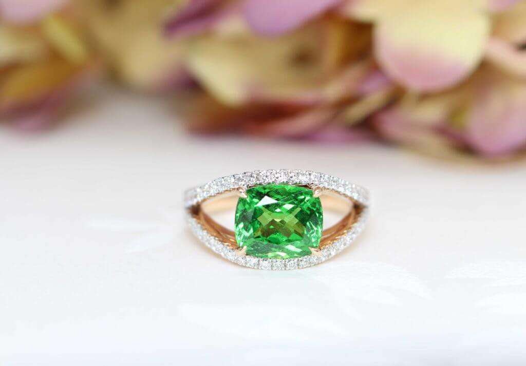 Bespoke Tsavorite Gemstone Green Garnet coloured gem custom set with Diamond Ring in rose gold band. Looking for unique christmas gift from hubby to wife | Singapore Jeweller in bespoke fine jewellery with coloured gemstone at GIOIA Fine Jewellery
