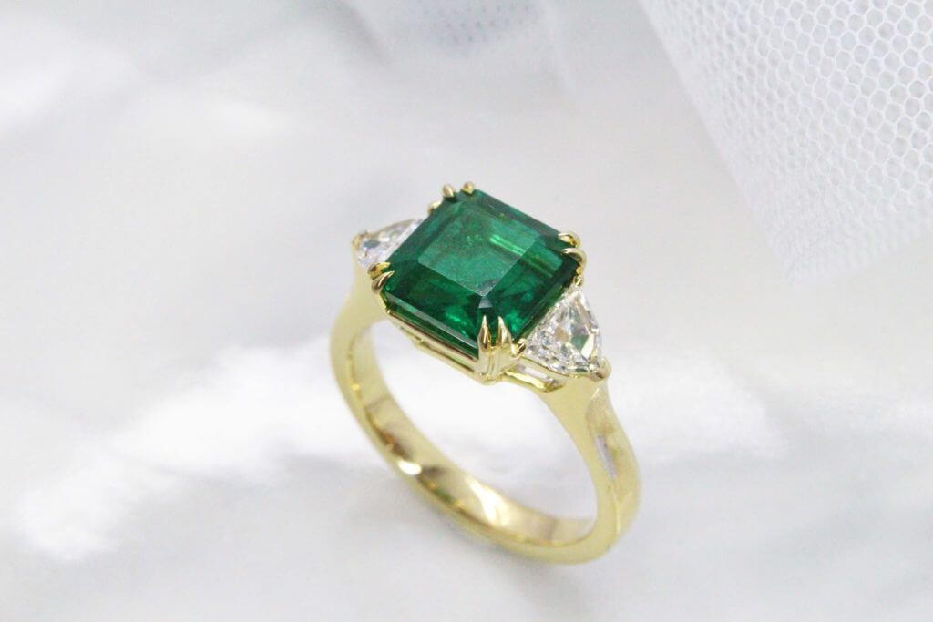 "Emerald with ""No Oil"" is the rarest of rare gemstone with vivid green shade, this emerald originate from Zambian is the top 3% of emerald mined. Customised this emerald in a trilogy ring design 