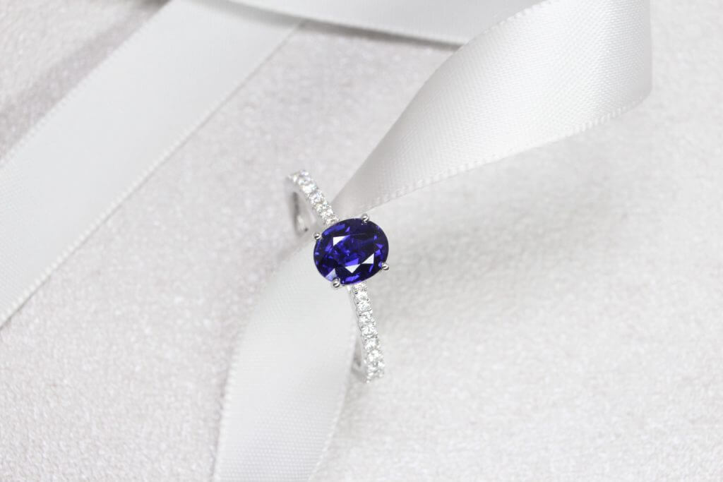 Colour Change Sapphire Engagement Ring, Changes colour from violet to blue unheat sapphire gemstone. Customised with round brilliance diamond | Local Singapore Jeweller in customised and bespoke jewellery with sapphire gemstone