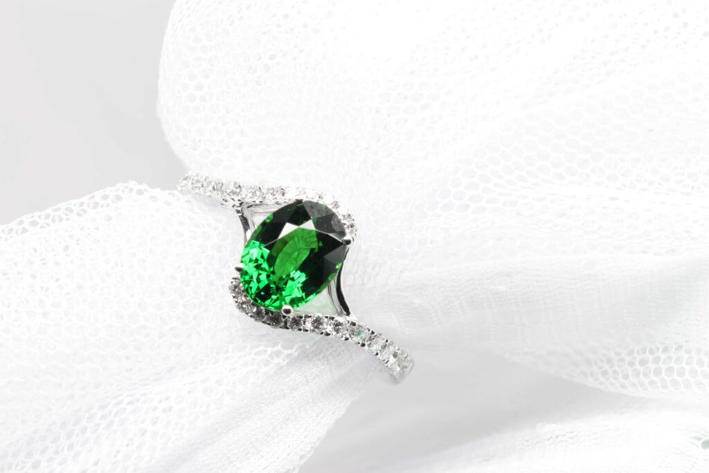 Customised a personalised proposal ring with coloured gemstone - Tsavorite Gemstone Ring | Local Singapore bespoke Jewellery in personalised jewellery and wedding Ring with coloured gemstone
