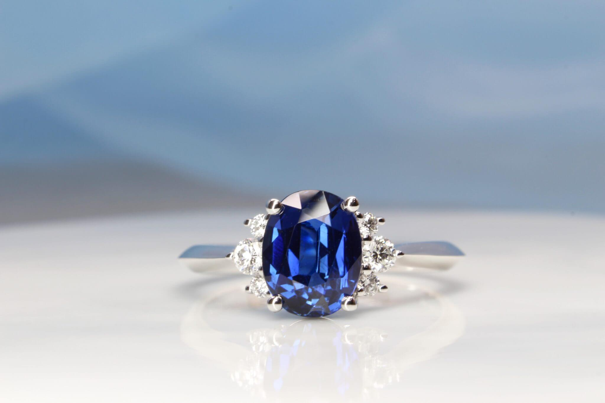 Sapphire Engagement Ring customised with cluster round brilliance diamond and detailing on the ring bands to create a sharp look on the sides | Local Singapore Customised Jeweller Designed ring to look truly modern and unique with sapphire gemstone.
