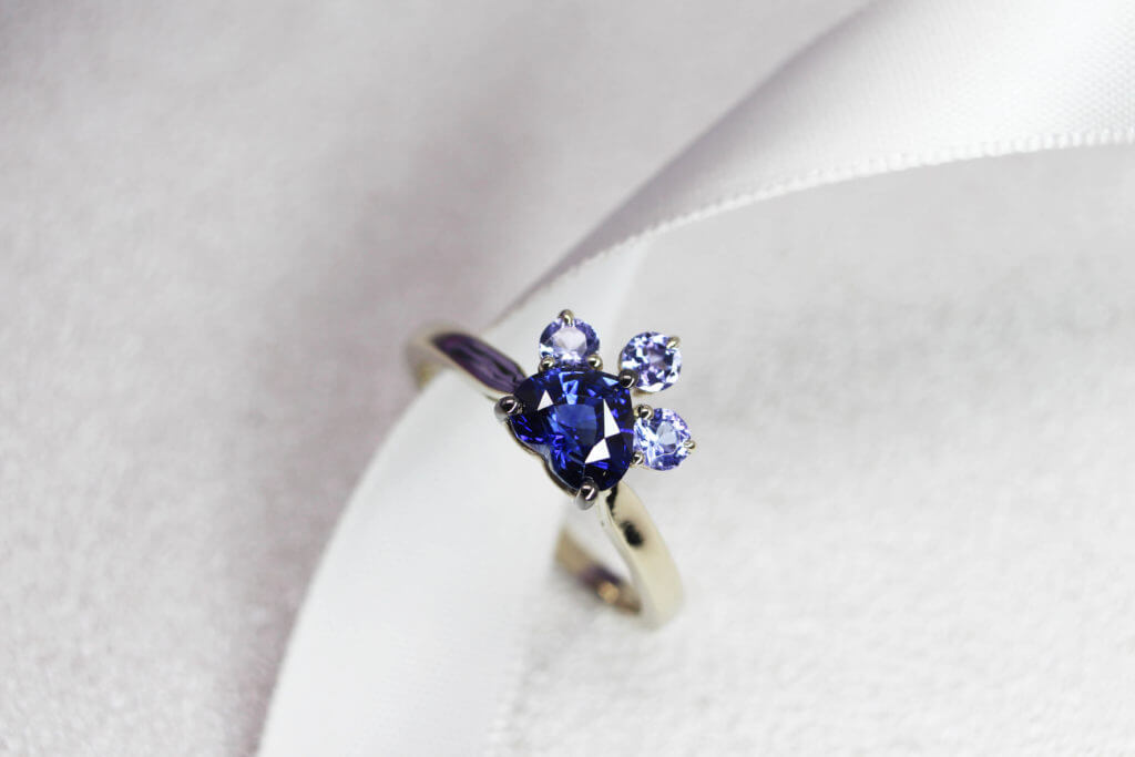 Personalized Engagement ring with sapphire cut to an elegant and unique heartshape, this deep blue sapphire ring appears magnificent in its form. This bespoke engagement ring speaks a unique story | Local Singapore Bespoke Jeweller in Personalized Engagement ring and Wedding Jewellery.