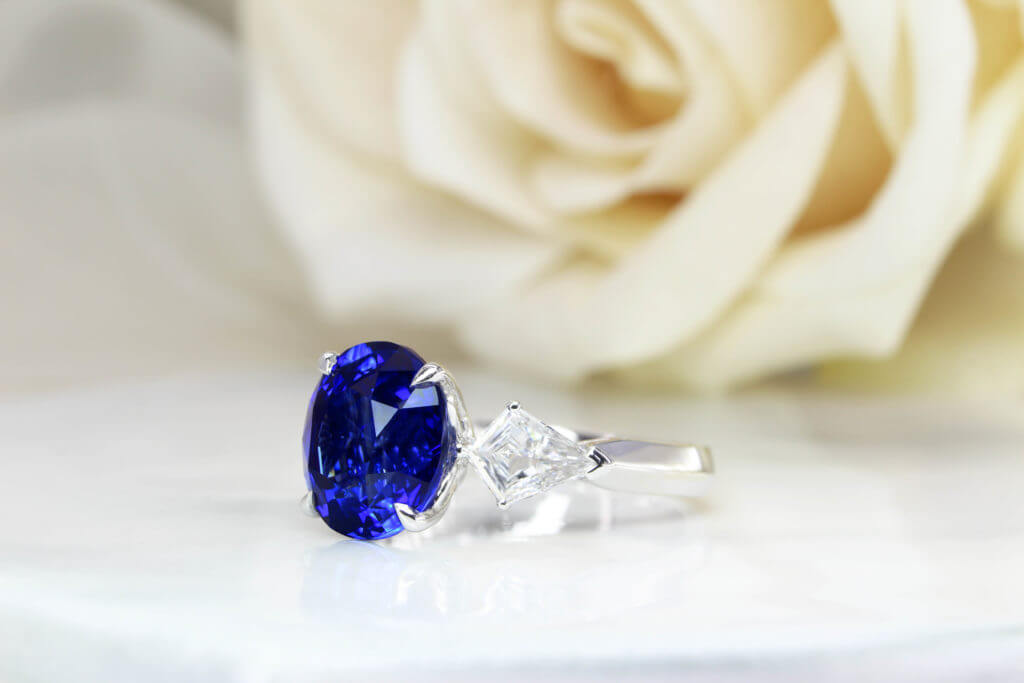 Royal Blue Sapphire Engagement ring with Kite Shaped Diamond Ring, Customised engagement ring with diamonds setting for a unique wedding proposal. The vivid blue sapphire with royal blue is one of the most sought after colour shade. Local Singapore Jeweller in Sapphire Engagement Ring and Sapphire Jewellery